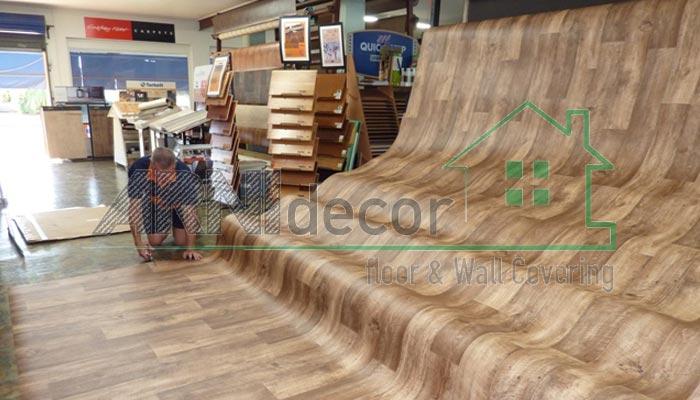 Karpet Plastik Tebal Motif Kayu untuk Interior Berkonsep Alami